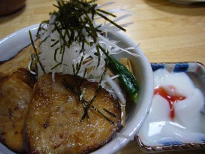 チャーシュー丼と杏仁豆腐