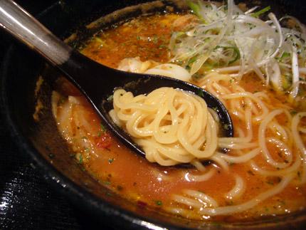 トマト味スープのラーメン