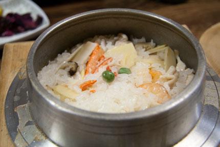 塩味の五目釜飯