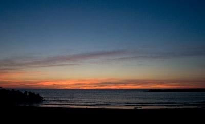 日本海に日が沈んで