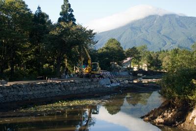 工事中の妙高いもり池