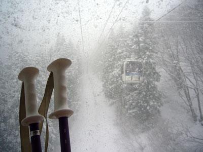 雪が降り、寒い1日