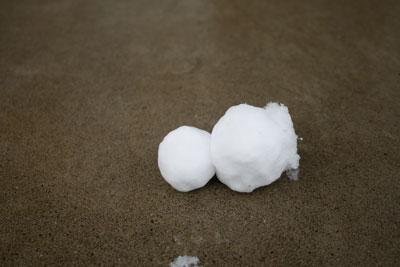 転んだ雪だるま