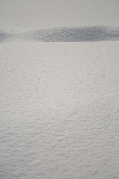 雪がキラキラ光って