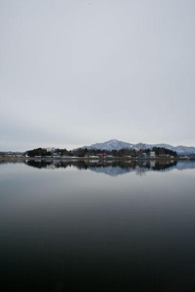 米山山を望む朝日池