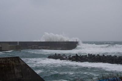 大荒れ?の日本海