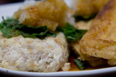 とうふ工房矢代さんの豆腐を使った豆腐ハンバーグと炙り油揚げ