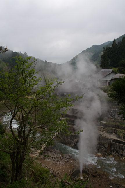 噴泉の出る地獄谷温泉