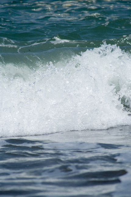時々よせてくる、大波?