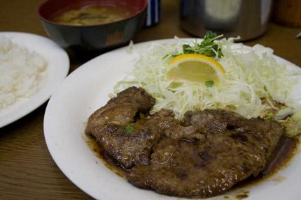 鮪頬肉のステーキ ごはん、みそ汁付き