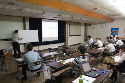 糸魚川商工会議所で開かれている経営革新塾