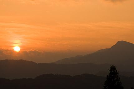 雲から朝日がこんにちは