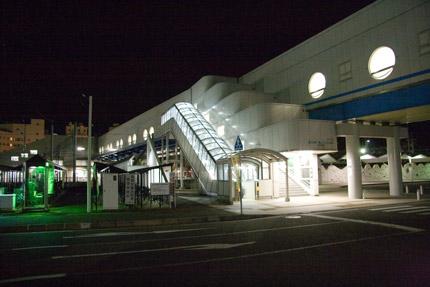 夜の直江津駅
