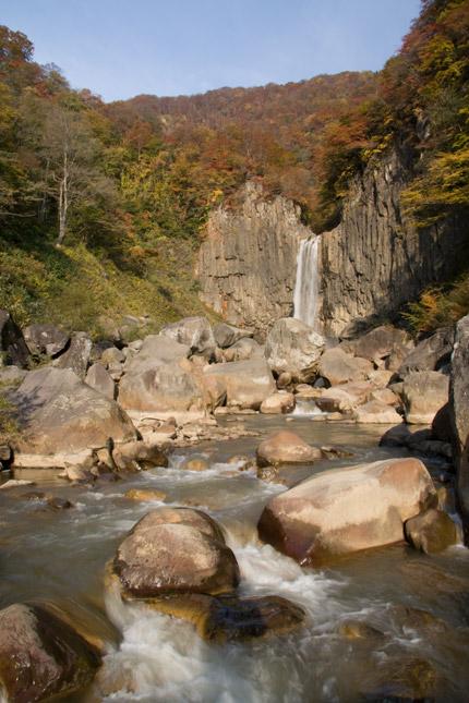 苗名滝の流れ