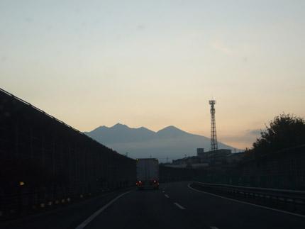 中央道から見える山々