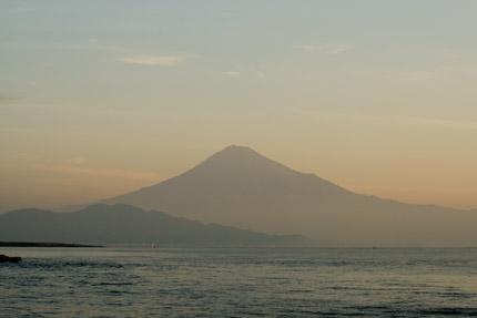 大きく富士山を映し出し