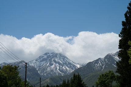 妙高山の麓