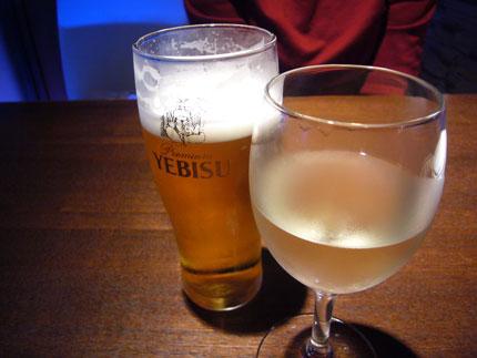 ビールと白ワインをオーダー