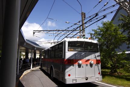 トローリーバスに乗って長野県扇沢に着きました