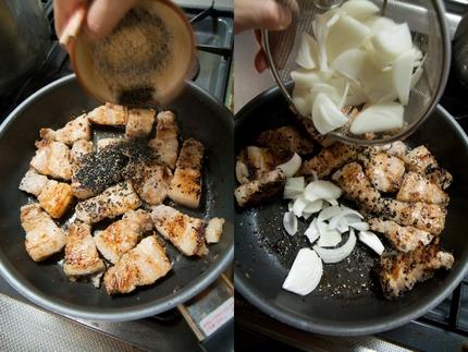 黒胡麻を豚肉のフライパンに入れ、玉ねぎを加え