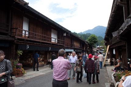 多くの観光客で賑わっていました