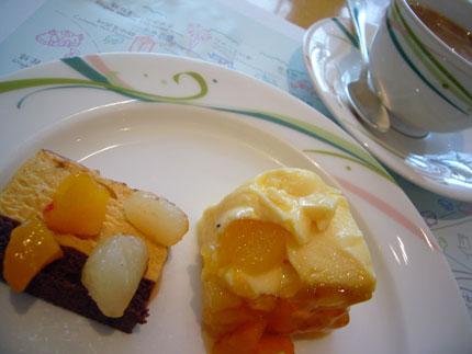 デザートに珈琲とケーキを2つ