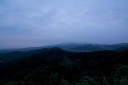 周りの山々も静かな朝を迎えた