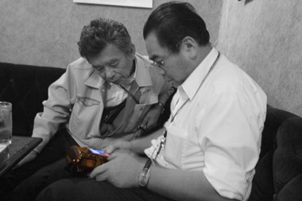 くまこうさんと加藤先生は、カメラ談義に夢中