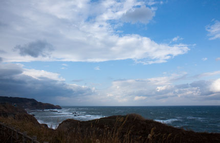 海は、晴れ間も見える