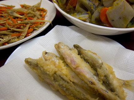 鮎の天ぷらときんぴらごぼうに筑前煮