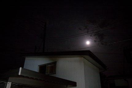 午前3時過ぎ、月が輝く夜中