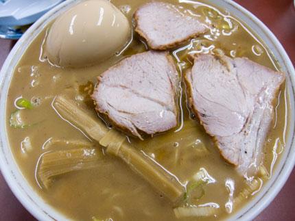 豚骨スープのラーメン