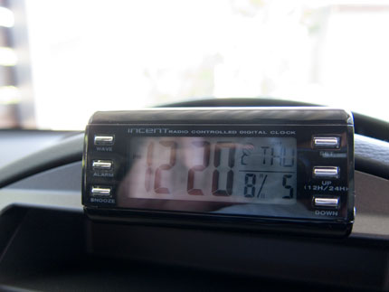 車内時計の表示が見える
