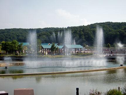 休憩時間には、園内にある噴水で涼を取り休みました