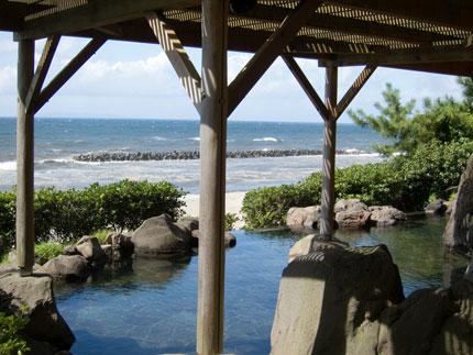露天風呂からは、日本海が一望