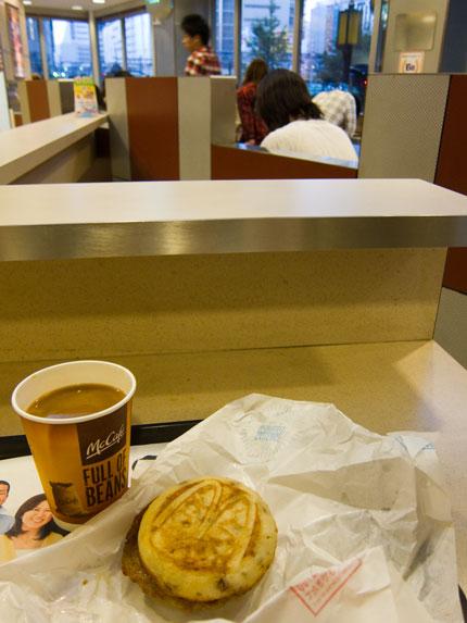 ファストフード店で朝食