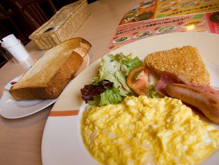 スクランブルエッグ朝食