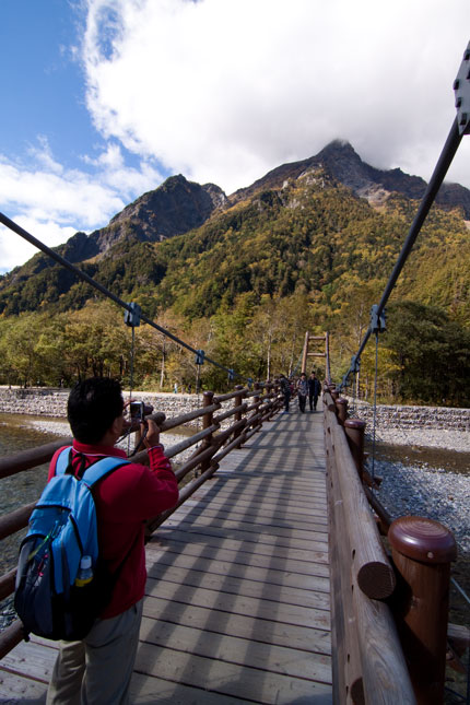 明神岳を望む明神橋