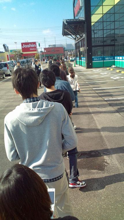上越市の某電気店に長蛇の列