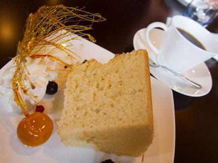 シフォンケーキと珈琲