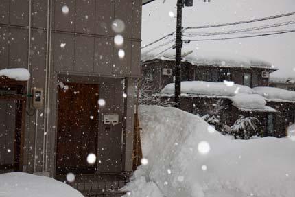 1月15日、上越市大貫の雪の状態
