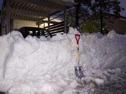 寄せられた雪は、高さ1m
