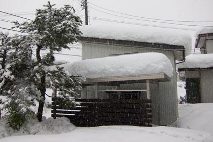 カーポートと納屋