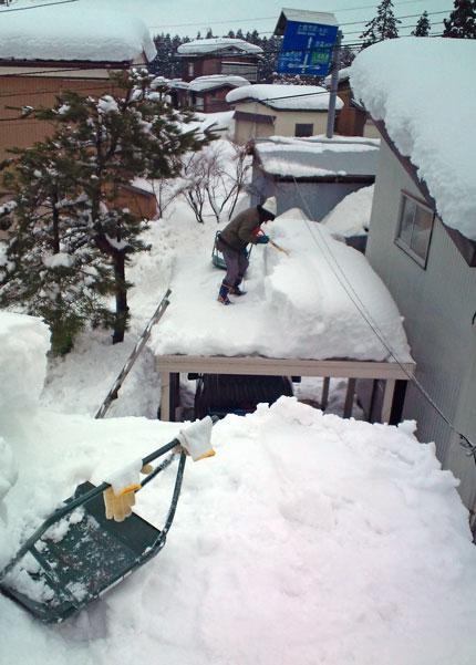 高台からの景色は雪だらけ