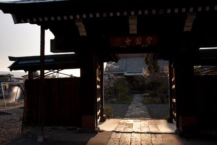 夕日に染まるお寺