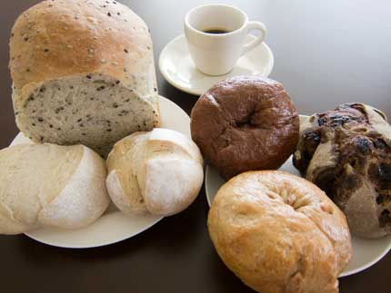 もっちりとした食感の左下の白いパン