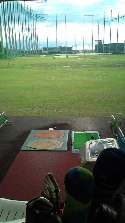 早朝ゴルフ練習