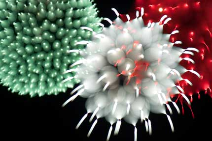 くす玉を割った様な花火