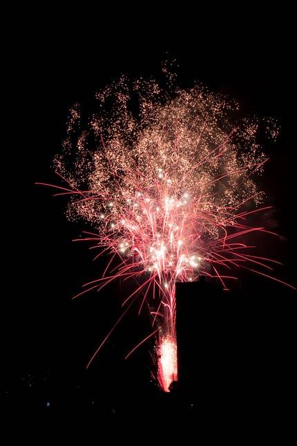 淡く光る花火