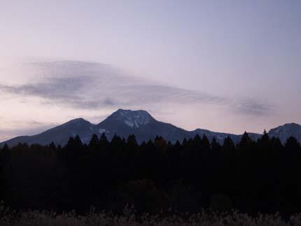 妙高山には、白く雪